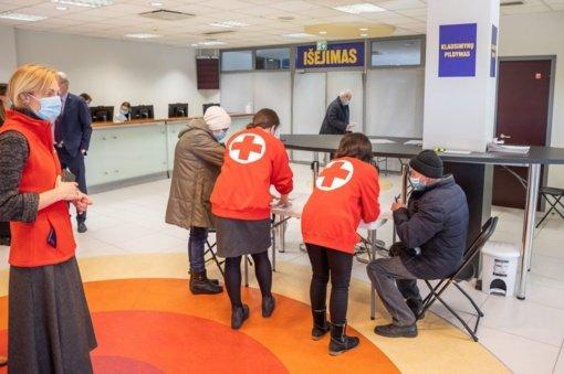 Prie vakcinavimo centro sostinės savivaldybėje nutįso senjorų eilė