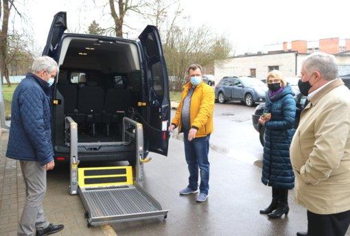 Šiaulių rajono savivaldybės Socialinių paslaugų centras įsigijo naują modernų mikroautobusą