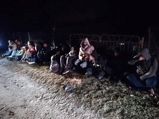 Šalčininkų rajone pasieniečiai sulaikė 18 irakiečiais prisistačiusių migrantų