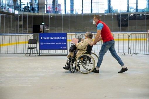 Kaune pradedami skiepyti neįgaliųjų ir sunkių ligonių slauga besirūpinantys asmenys