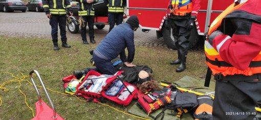 Ugniagesiai ruošiasi maudynių sezonui – Trakuose surengtos gelbėtojų pratybos