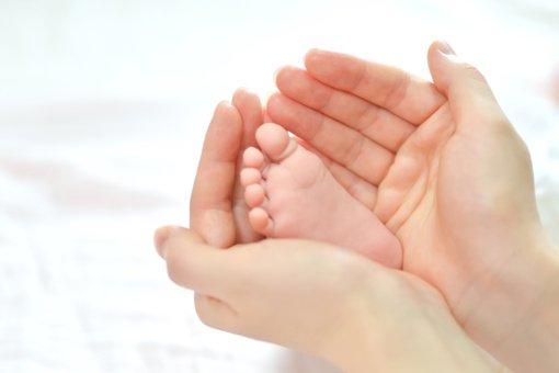 Pagalbinio apvaisinimo procedūra porai dovanojo tėvystės džiaugsmą