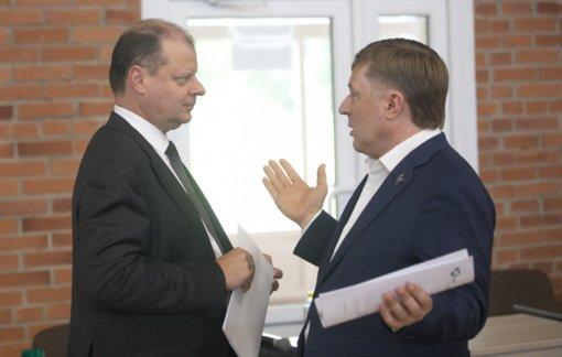 """Įvertino """"valstiečių"""" lyderių susikirtimus: R. Karbauskis ir S. Skvernelis juda išsiskiriančiais kursais"""