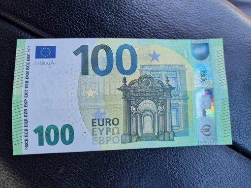 Neapdraustą vilkiką vairavęs kirgizas Medininkų pasieniečiui siūlė 100 eurų kyšį