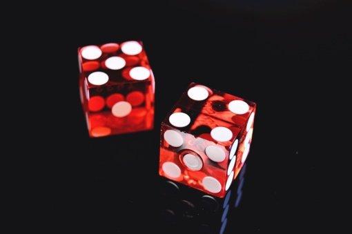 Seimas po pateikimo pritarė siūlymui drausti azartinių lošimų skatinimą