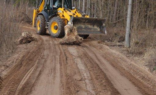 Kauno rajono savivaldybė stabdo žvyro kasėjų buldozerius Pakarklės miške