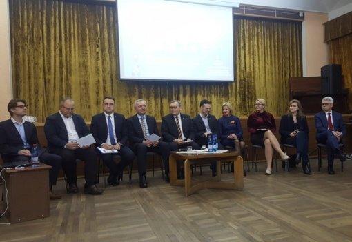 Tiesioginiai merų rinkimai: žingsnis demokratijos link ar per daug galių merams?