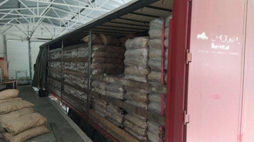 Šalčininkuose sulaikyta didelė kontrabandos siunta: cigaretes slėpė maišuose su anglimi