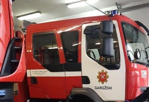Gargžduose ugniagesiai gelbėjo namie užsitrenkusią mergaitę