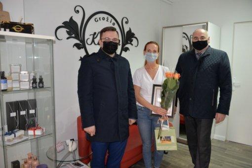 Jurgita Košinskienė apdovanota už pasiūtas veido kaukes Šilalės rajono gyventojams