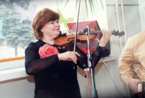 Visą gyvenimą su smuiku nesiskiriančiai mokytojai gražiausios klasikinės melodijos