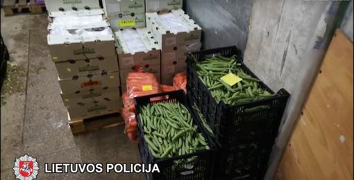 Vilniaus policija sulaikė neapskaitytais vaisiais ir daržovėmis prekiavusios įmonės direktorių (vaizdo įrašas)