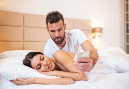 5 požymiai, kad jūsų partneris – kontrolės maniakas: bėkite nuo jo kuo toliau