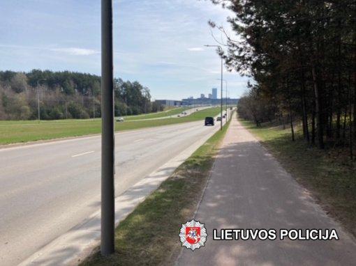 Sostinės policija ieško iš eismo įvykio vietos pasišalinusio dviratininko