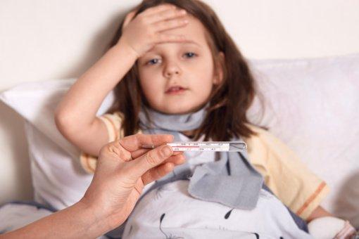 Perspėja: atšilus orams daugėja susirgimų sunkia vaikų liga