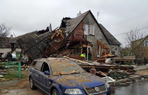 Radviliškyje sprogus namui iš nuolaužų ištrauktą senolį gelbėjo policininkai
