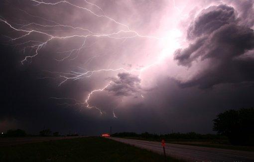 Neįtikėtina: į vyrą 7 kartus trenkė žaibas, bet jis vis išgyvendavo