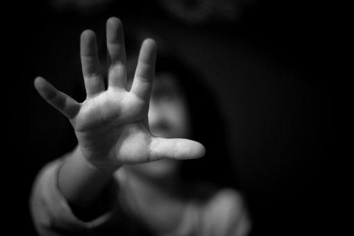 Kas vyksta vaiko pasaulyje, matant mušamą mamą ar tėtį?
