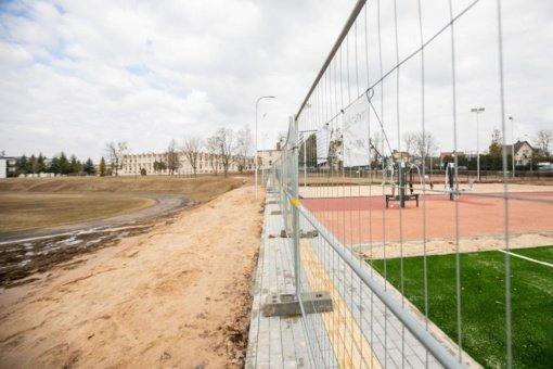 Ruošiamasi atnaujinti Raudondvario gimnazijos stadioną