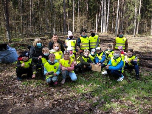 Beveik 900 eglių ir pušų sodinukų – alytiškių dovana Kurorto parkui