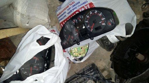 Šiauliuose prieš teismą stos automobilio ridos klastojimu kaltinami asmenys