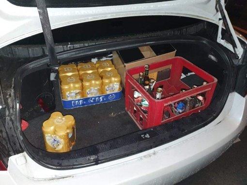 Klaipėdoje nubausti trys taksi vairuotojai naktį prekiavę alkoholiu