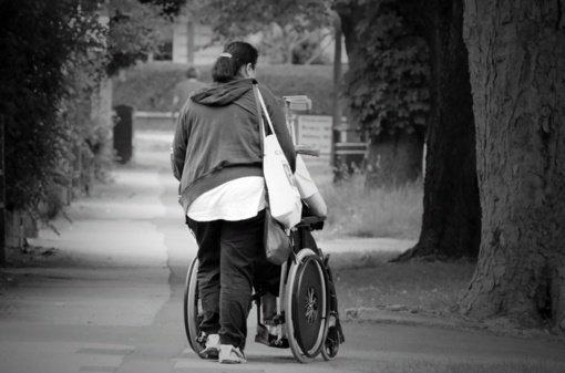 Socialinės paslaugos neįgaliesiems ir jų šeimoms: kas priklauso ir kur kreiptis