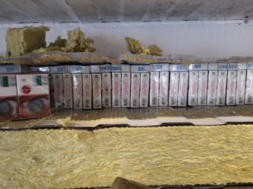 """Raigardo kelio poste muitininkai vėl sulaikė """"karstus"""": apie pusė milijono pakelių kontrabandos slėpta izoliacinėse plokštėse"""