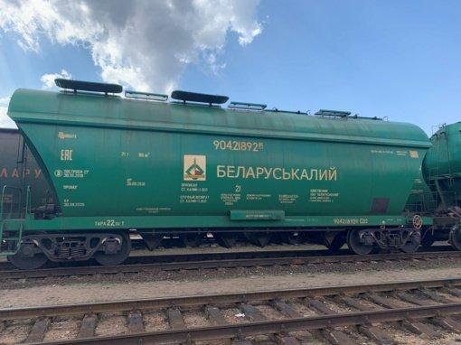 Vilniuje vagone su trąšomis aptikta 30,5 tūkst. kontrabandinių cigarečių pakelių
