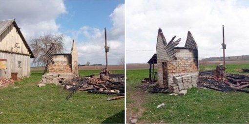 Budrūs kaimynai išgelbėjo namą: sudegė pirtis ir rūkykla