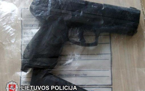Vilniuje operatyviai sulaikyti plėšimu įtariami asmenys (vaizdo įrašas)
