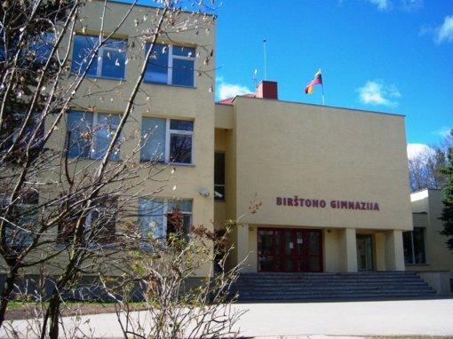 Birštono gimnazijos 5–11 klasių moksleiviai į mokyklos suolus negrįš