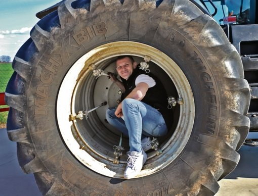 Iš traktoriaus – į lenktyninį automobilį