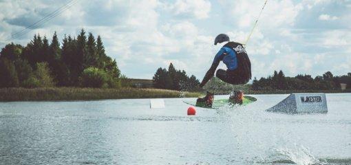 Anykščių rajono ir miesto jaunimui – nemokama vandenlenčių stovykla
