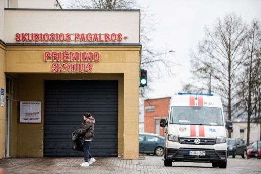 Darbuotojai atskleidė, kokiomis sąlygomis pastaruosius dvejus metus dirbo nusižudžiusi Šiaulių ligoninės gydytoja