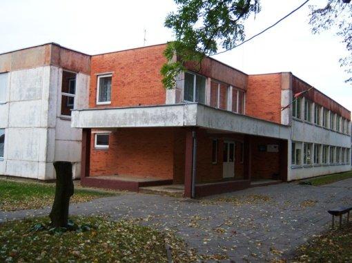 Parduotas buvusios Klampučių mokyklos pastatų kompleksas
