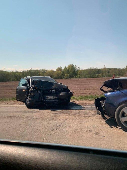Pakruojo rajone susidūrė automobiliai, sužeisti trys žmonės