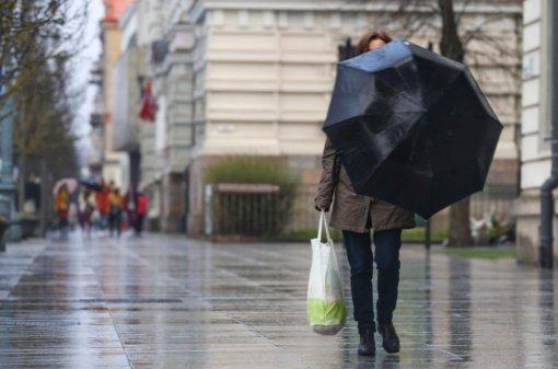 Ateinančiomis dienomis šalį skalbs lietus