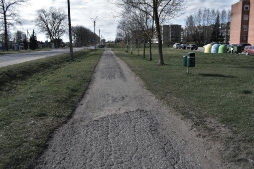 Tragiškos būklės pėsčiųjų ir dviračių takas Širvintose pagaliau sulaukė Kelių direkcijos dėmesio