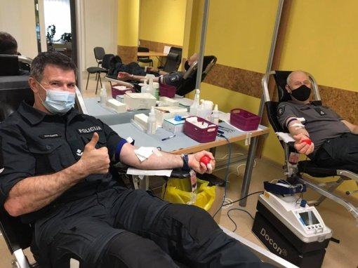 Joniškio policijos pareigūnai dalyvauja kraujo donorystės akcijoje