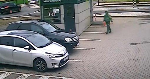Alytaus policija ieško automobilio padangas subadžiusio vyro (vaizdo įrašas)