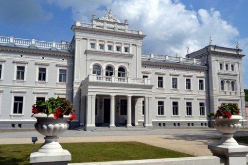Visuomenei atidaromi rekonstruoti M. Oginskio rūmai Plungėje