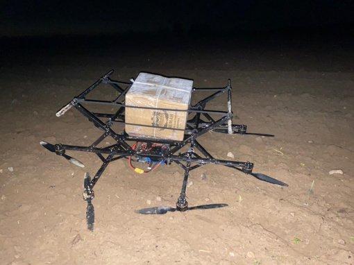 Varėnos pasieniečiai nutupdė dar vieną bepilotę skraidyklę su kontrabanda