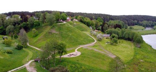 Sutvarkytas Merkinės piliakalnis