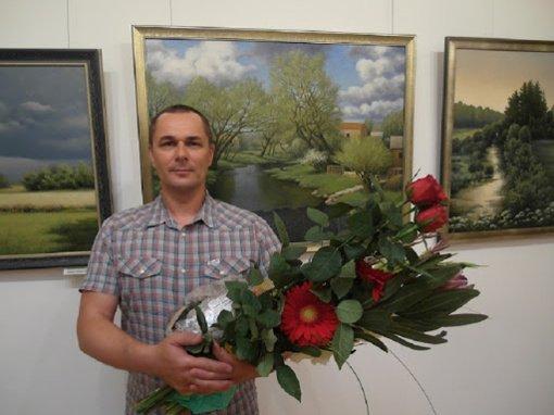 Adomo Varno premija paskirta tautodailininkui Valentinui Ylai