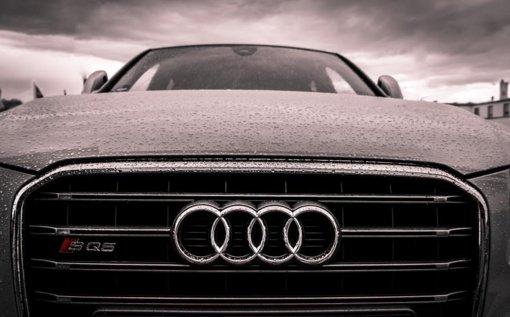 """Panevėžio rajone konfliktas tarp """"Audi"""" ir """"Mercedes Benz"""" vairuotojų: agresyvus elgesys ir nulaužtas veidrodėlis"""