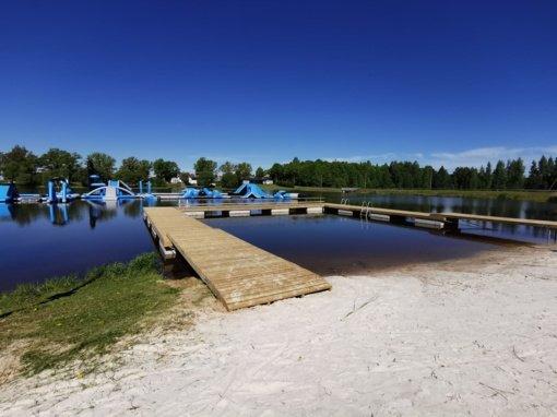Rokiškio ežero pakrantėje baigti naujo tilto įrengimo darbai