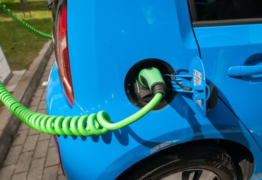 Pasvalyje pradeda veikti elektromobilių įkrovimo stotelė