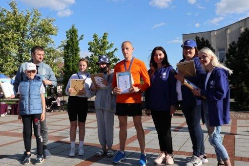 """Apdovanoti maratono """"Bėgam už laimingą vaikystę"""" nugalėtojai"""