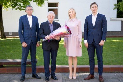 Jonavos savivaldybės vadovai jubiliejaus proga pasveikino J. Jokimą